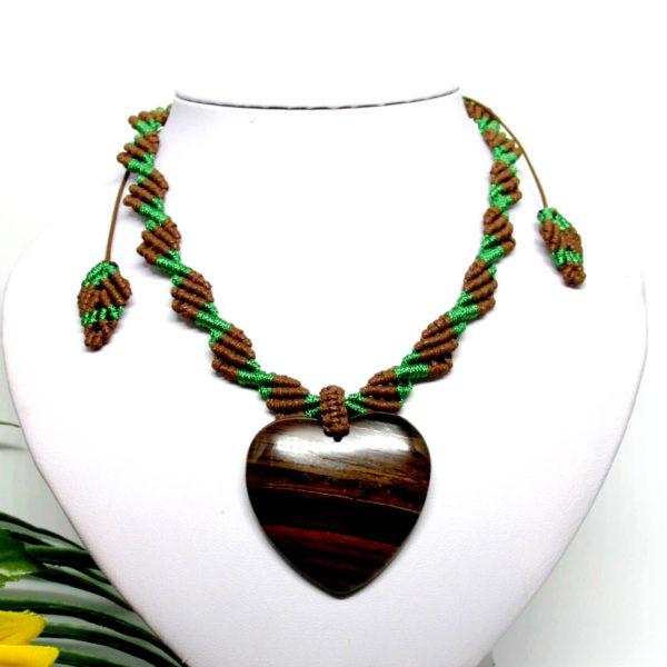 Makramé nyaklánc, szív alakú tigrisszem medállal