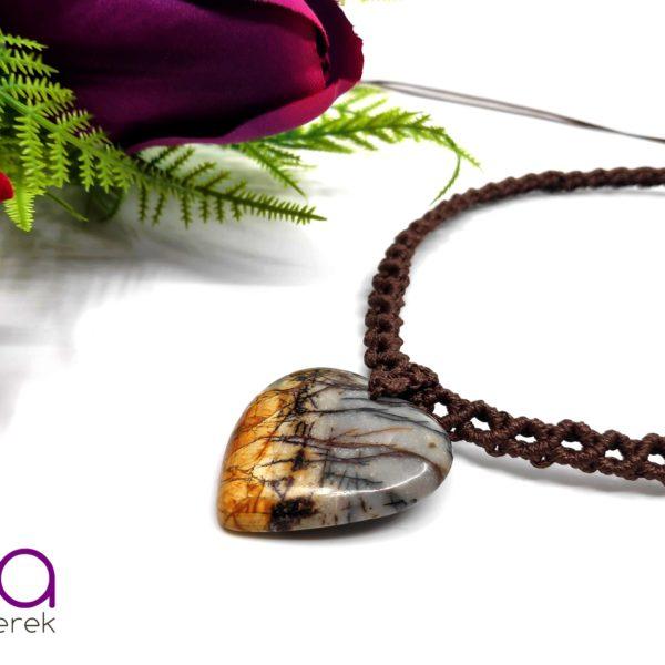 Barna makramé nyaklánc, szív alakú jáspis medállal
