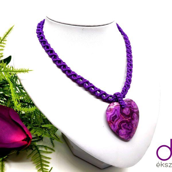 Lila makramé nyaklánc, szív alakú jáspis medállal