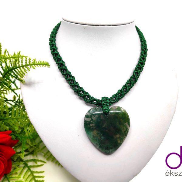Sötétzöld makramé nyaklánc, szív alakú mohaachát kővel